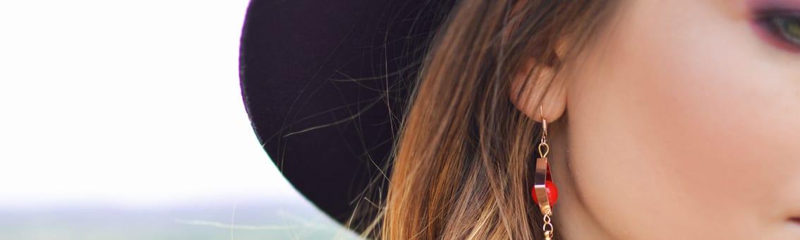 Flirter les femmes chapeau