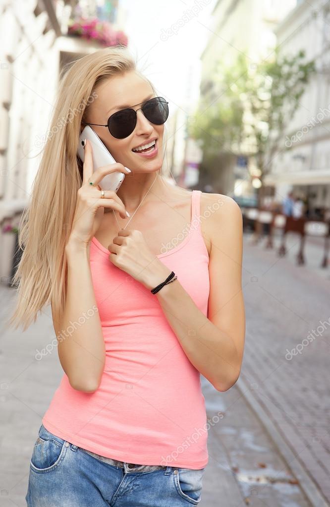 Rencontrez les filles par téléphone musique
